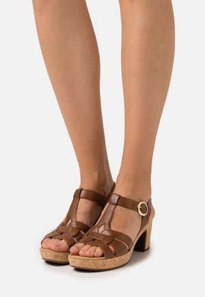 Platform sandals - peanut