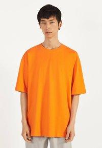 Bershka - Basic T-shirt - orange - 0