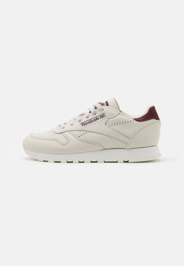 Trainers - alabaster/maroon/chalk