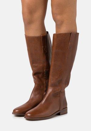 WINSLOW KNEE HIGH BOOT - Botas - english saddle