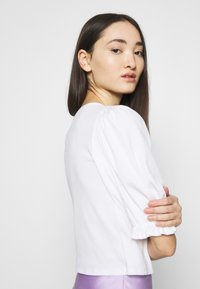 Monki - ULLA  - Print T-shirt - white light - 4