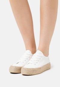 Anna Field - Volnočasové šněrovací boty - white - 0