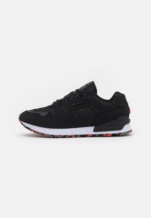 147 RUNNER - Sneakers - black/red