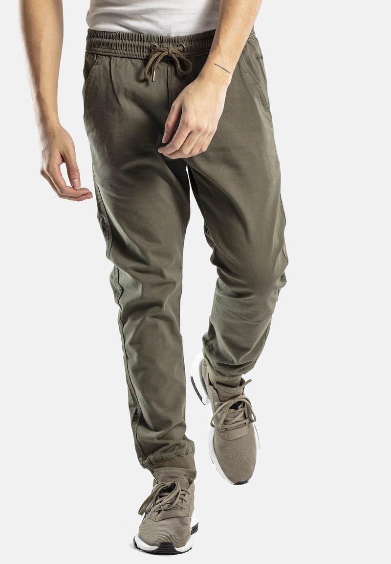 Reell - REFLEX RIB - Trousers - olive