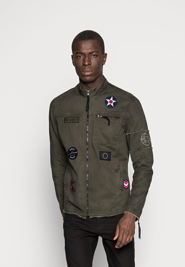 BE THEO PAT - Denim jacket - khaki