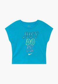 Nike Sportswear - BUBBLE BOXY - Print T-shirt - blue fury - 0