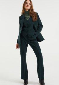 WE Fashion - Trousers - moss green - 1