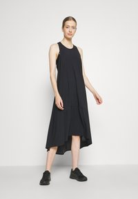 Sweaty Betty - ACE MIDI SMOCK DRESS - Sportklänning - black - 1