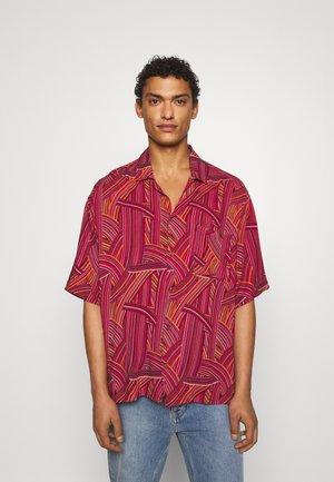 KOKORO SHIRT - Overhemd - red
