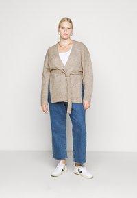 Selected Femme Curve - SLFLISSY SLIT CARDIGAN - Cardigan - sandshell - 1