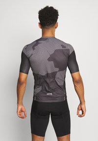 Gore Wear - COMBAT TRIKOT - T-shirt z nadrukiem - graphite grey/black