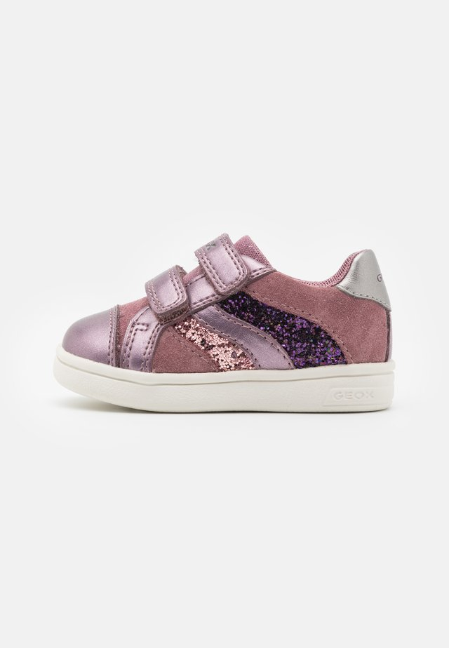 DJROCK GIRL - Sneakers basse - rose/smoke