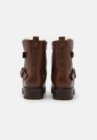 Dorothy Perkins Wide Fit - WIDE FIT ARUBABUCKLE BOOT - Cowboy/biker ankle boot - tan - 3