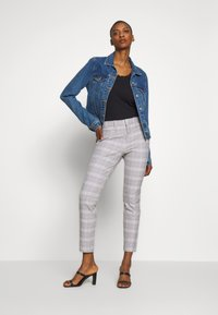 GAP - ANKLE  BISTRETCH - Trousers - grey plaid - 1