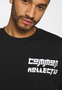 Common Kollectiv - MANGA TEE UNISEX - Print T-shirt - black - 5