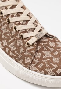 DKNY - EXCLUSIVE T&C LOGO  - Baskets basses - chino - 2