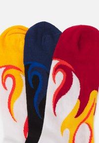 YOURTURN - FLAME 3 PACK - Strumpor - white/red/yellow - 1