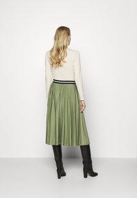 Esprit - PLEATED SKIRT - Pleated skirt - khaki - 2