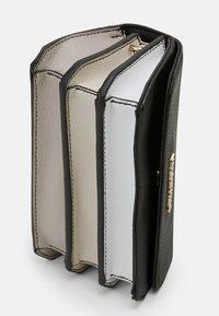 Valentino Bags - SUMMER MEMENTO - Across body bag - nero/multicolor - 3