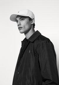 Polo Ralph Lauren - BASELINE UNISEX - Czapka z daszkiem - white - 1