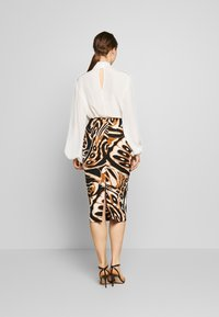 Diane von Furstenberg - KARA - Pouzdrová sukně - abstract wing black - 2