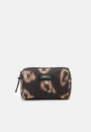 DAY GWENETH IKAT BEAUTY - Kosmetická taška - black