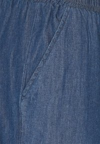 Kaffe - EARLENE CAPRI PANTS - Shorts - blue denim - 2