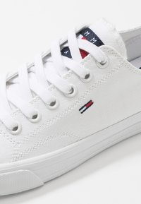 Tommy Jeans - LONG LACE UP - Zapatillas - white - 2
