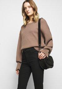 J Brand - ALANA HIGH RISE CROP SKINNY - Jeans Skinny Fit - vanity - 4