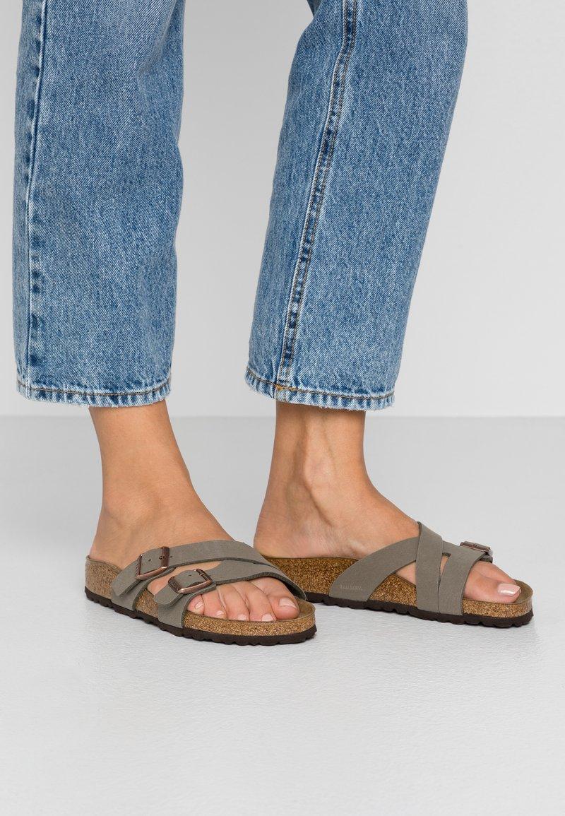 Birkenstock - YAO - Slippers - stone