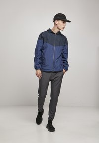 Urban Classics - TONE TECH - Windbreaker - dark blue - 1