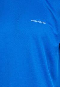 Endurance - VERNON  - Basic T-shirt - directoire blue - 2