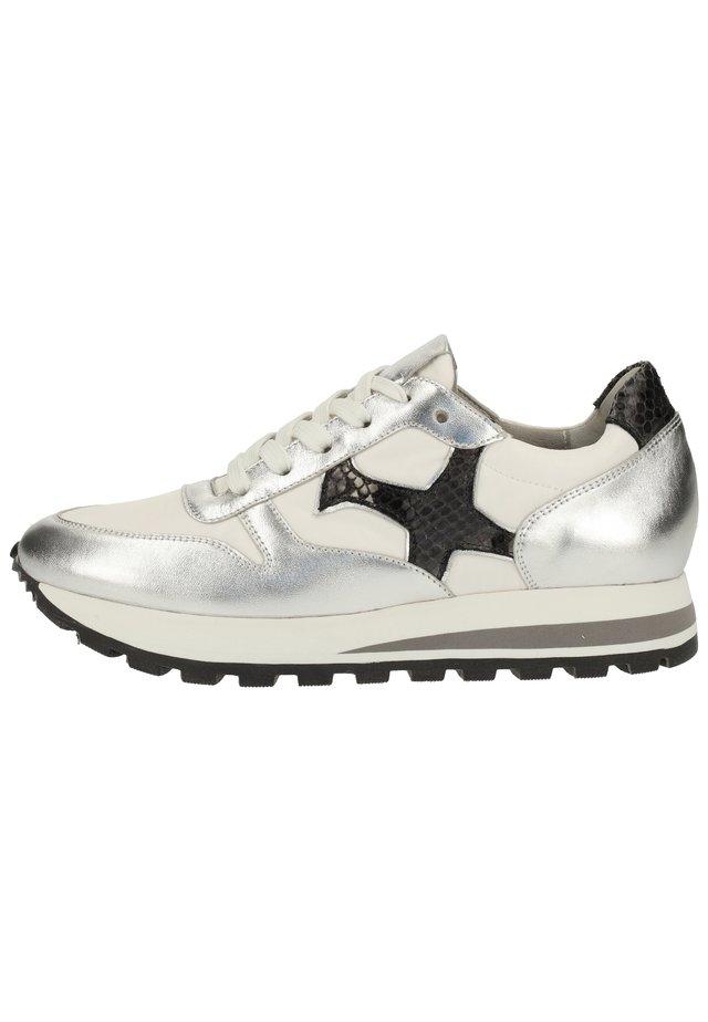 Sneakers laag - silber 945
