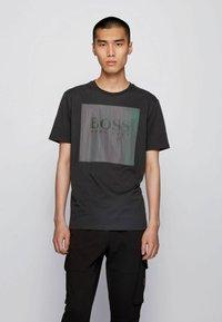 BOSS - TSHINE - T-shirt imprimé - black - 0
