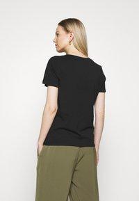 Tommy Hilfiger - T-shirt z nadrukiem - black - 2