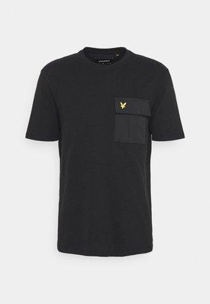 POCKET  - T-shirt med print - jet black