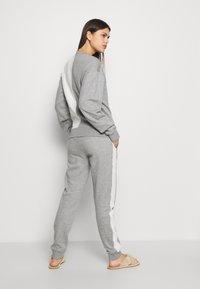 KARL LAGERFELD - LOUNGE UNISEX - Pyjama bottoms - grey melange - 2