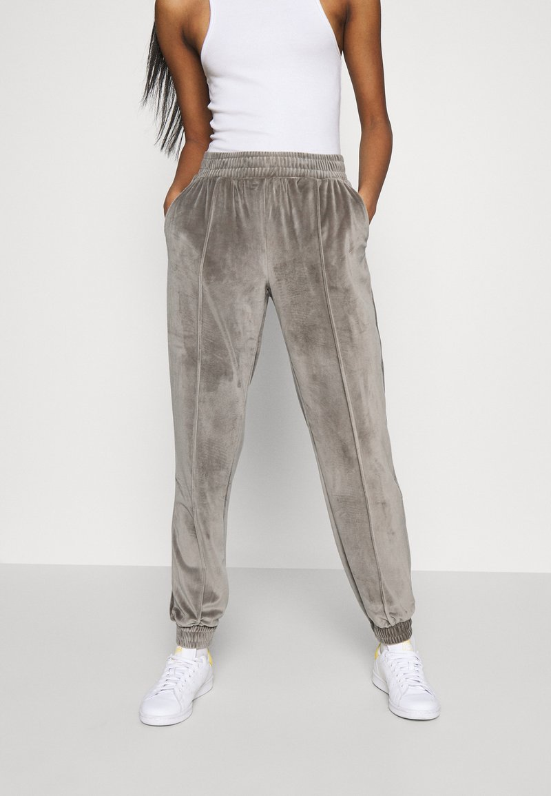 ONLY - ONLALVA PANT  - Tracksuit bottoms - charcoal gray