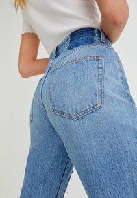 PULL&BEAR - MIT PATCHWORK - Jeans straight leg - blue - 4