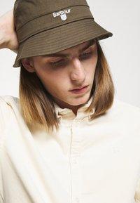 Barbour - CASCADE BUCKET HAT UNISEX - Hat - olive - 0