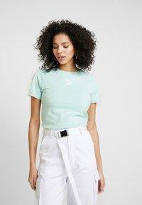 Puma - CLASSICS  - T-shirt imprimé - mist green - 0