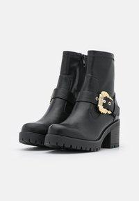 Versace Jeans Couture - Kotníkové boty na platformě - nero - 2