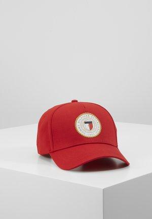 Czapka z daszkiem - red