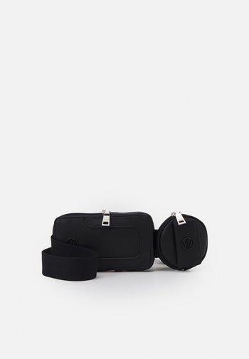 HALLIET SET - Bum bag - black