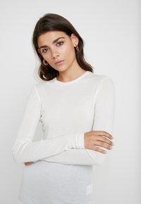 Moss Copenhagen - MONA - Top sdlouhým rukávem - bright white - 4