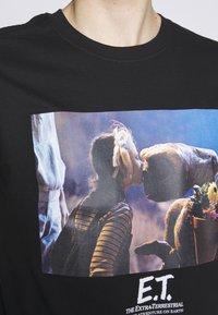 Bioworld - E.T. KISS - Printtipaita - black - 5