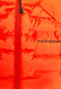 Peak Performance - ARGON SWIFT HYBRID - Chaqueta outdoor - super nova - 2