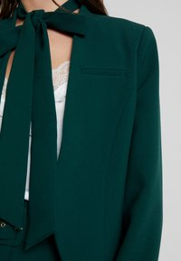 Closet - LONDON TAILORED - Blazer - green - 6