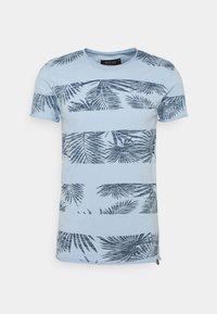 ALLEN - Print T-shirt - skyway