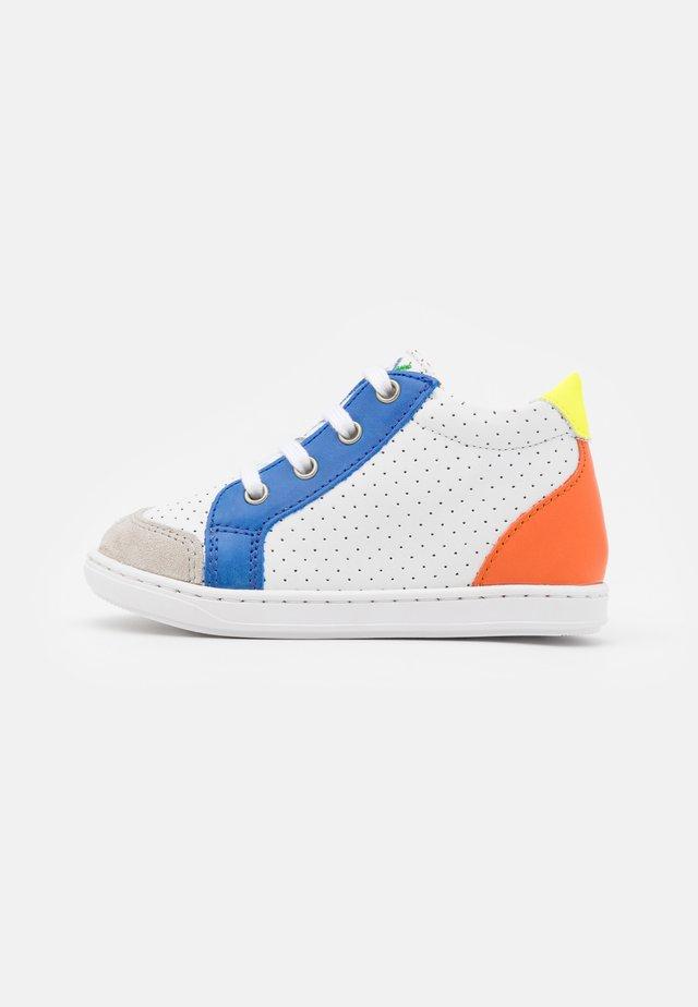 BOUBA ZIP BOX - Obuwie do nauki chodzenia - white/blue/orange
